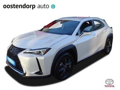 tweedehands Lexus UX 250h First Edition / Navigatie / Parkeersensoren / Stoelverwarming / LED / Keyless Entry / Bluetooth / DAB