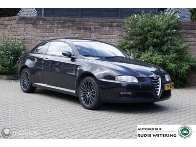 tweedehands Alfa Romeo GT 2.0 JTS Distinctive Bose/leer/stoelverwarming/lmv1