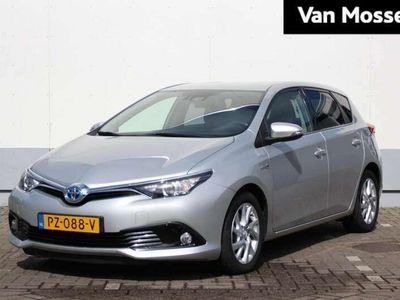 tweedehands Toyota Auris 1.8 Hybrid 136Pk CVT Dynamic Go / Navigatie / Climate Control / Bluetooth Carkit