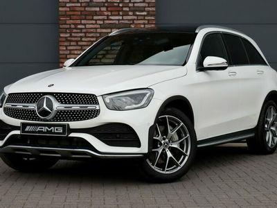 tweedehands Mercedes 300 GLC-KLASSE4MATIC Premium Plus AMG Aut9, Panoramadak, MBUX Live Navigatie, Surround Camera, Elek. Trekhaak, Standkachel, Keyless-go, Leder, Massage, Memory, Multicontourstoelen, Burmester, Parkeerassistent, Etc.
