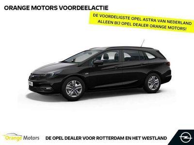 tweedehands Opel Astra Sports Tourer 1.2 Blitz Elegance € 7.800,- korting
