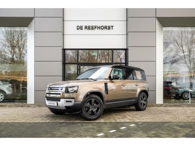tweedehands Land Rover Defender D240 AWD Aut SE Commercial