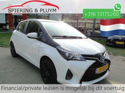 tweedehands Toyota Yaris 1.5H Aspiration Bi-Tone Navigatie (NL auto)