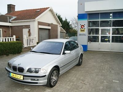 tweedehands BMW 323 3-SERIE i met leder