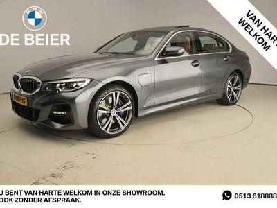tweedehands BMW 330e 330M-sportpakket / LED / Leder / HUD / Schuifdak