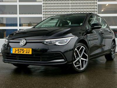 tweedehands VW Golf 1.5 eTSI Style DSG | Panorama Dak | Active info Display