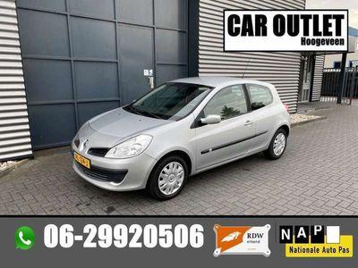 tweedehands Renault Clio 1.6-16V Dynamique Comfort AUTOMAAT --Inruil Mogelijk--