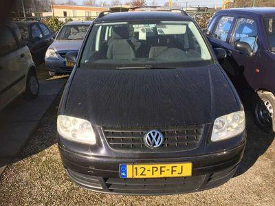 tweedehands VW Touran 1.6-16V FSI Athene motor schade