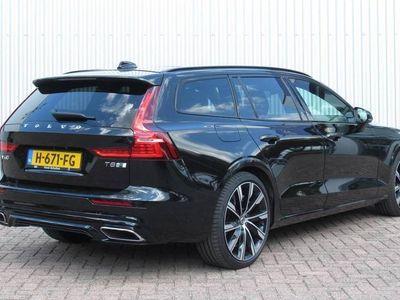 tweedehands Volvo V60 T8 Twin Engine 390PK AWD Geartronic R-Design 19 inch lichtmetalen wielen, Parkeerverwarming, Panoramisch schuif-/kanteldak, Elektrisch bedienbare bestuurdersstoel met geheugen, BLIS, Park Assist voor+achter & camera, Verwarmde voorstoelen, Head-