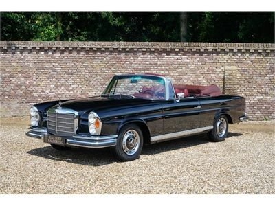 tweedehands Mercedes W111 280 SE Convertible with factory AC Automatic gearbox stunning condi