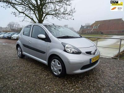 tweedehands Toyota Aygo 1.0-12V + Automaat + Airco Nu € 3.975,-!