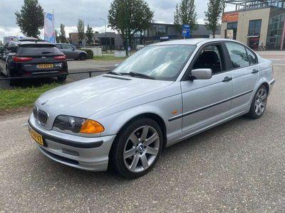 tweedehands BMW 318 318 i Executive | LAGERS HOORBAAR | MOTOR NIET GOED