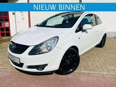 tweedehands Opel Corsa 1.4 Color BLACK & WHITE Editione
