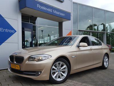 tweedehands BMW 523 5 Serie I 204PK STEPTRONIC EXECUTIVE | NAVI | LEDER | CLIMA | CRUISE | PDC V+A | BLUETOOTH CARKIT | 17''LM | ELEK.RAMEN+SPIEGELS | CV+AB