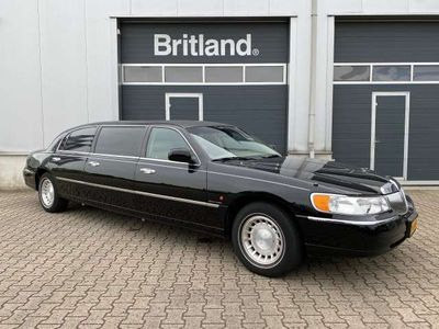 tweedehands Lincoln Town Car 4.6 Signature Limousine / Volgauto bj2001 *Nette a