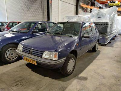 tweedehands Peugeot 205 1.8 Génération D   328.679 km   N.A.P.