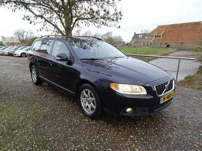 tweedehands Volvo V70 2.5T Kinetic Autom + Clima + Leer Nu € 7.975,-!