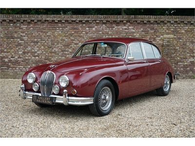 tweedehands Jaguar MK II 3.8 automatic beautiful colour combination