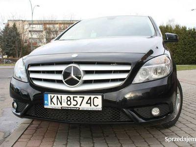 używany Mercedes B180 1.5dm 109KM 2014r. 68 000km
