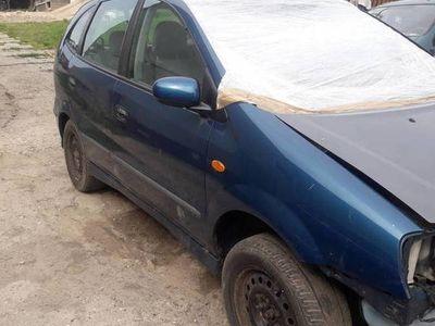 używany Nissan Almera Tino 1.8