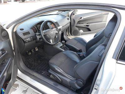 używany Opel Astra GTC Astra Hbenzyna 1.6 102 KM bogate wyposażenie