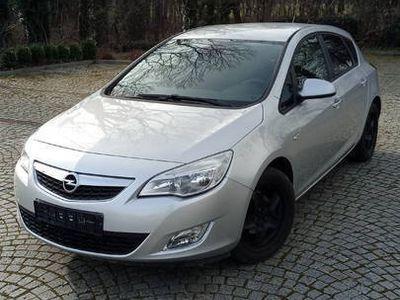 używany Opel Astra dobre auto