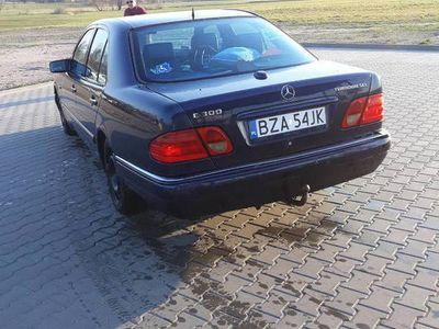 używany Mercedes E300