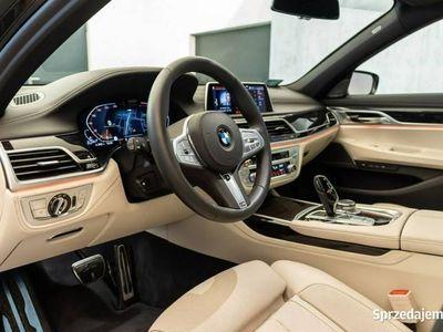 używany BMW 750 3dm 400KM 2019r. 2 000km