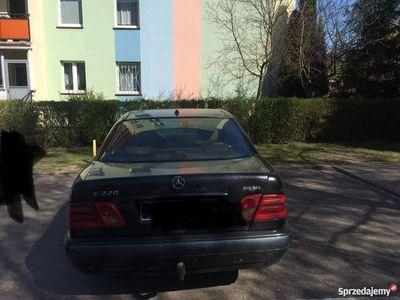 używany Mercedes E220