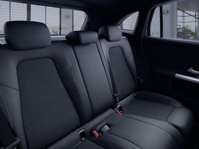 """używany Mercedes GLA200 Klasa200 LiniaProgressive Tempomat WyśIC1025"""" LED"""