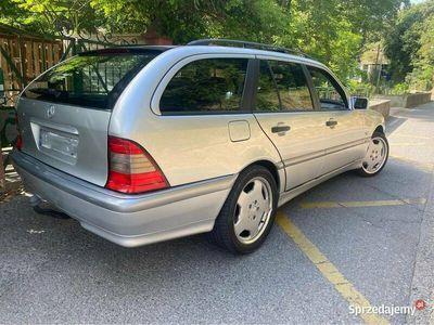 używany Mercedes 180 c classebenzyna