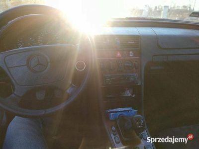 używany Mercedes C180 elegancebenz+gaz+manual DoNegocjacji