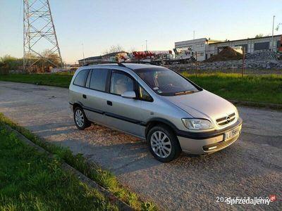 używany Opel Zafira 1.8 125KM Comfort 7os Klima Szyberdach Alumy