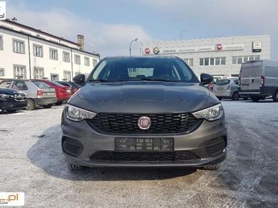 używany Fiat Tipo Tipo Sedan 1,6 E Torq 110 KM AUTOMAT 1.6 Sedan 1,6 E Torq 110 KM AUTOMATWyprzedaż rocznika w ASO ręczna klima.