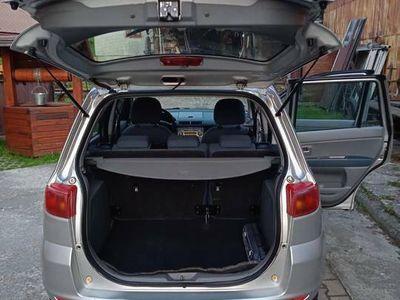używany Mazda 2 z kompletem opon zimowych