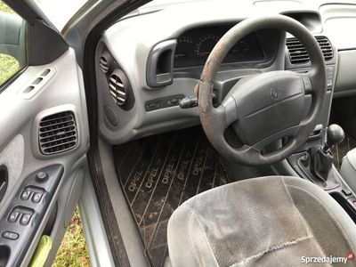 używany Renault Laguna 1.8 16V gaz