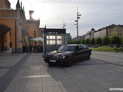 używany Mercedes E220 W210 limuzyna 6 drzwi - 7 osób ala Pullman
