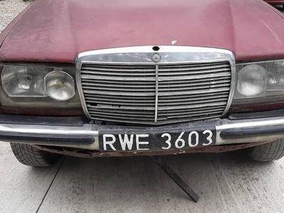 używany Mercedes E300 123 D