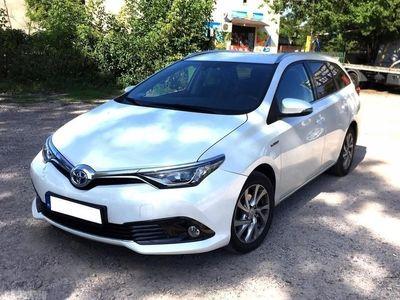 używany Toyota Auris 1.8dm3 132KM 2017r. 12 000km Rej. PL, Hybryda, Na gwarancji