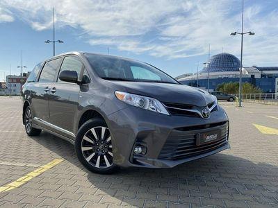 używany Toyota Sienna 3.5dm 267KM 2018r. 32 600km