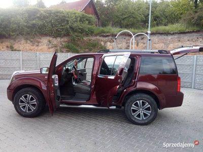 używany Nissan Pathfinder SUV 4X4 dobra ład na haku 3000kg