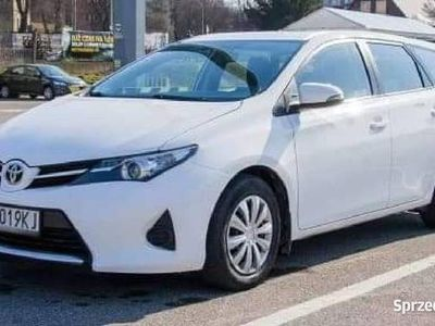 używany Toyota Auris kombi benzyna 1.6 automatyczna skrzynia biegów