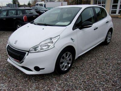 używany Peugeot 208 1.4dm3 68KM 2013r. 97 260km 5drzwi oclony biały modny kolor gwarancja 3,8l/100km
