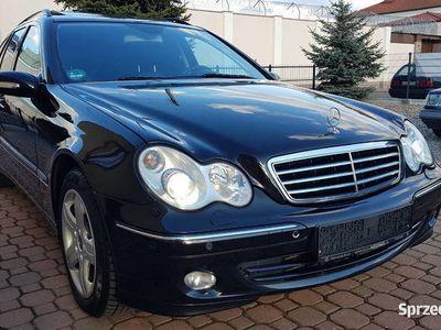 używany Mercedes C200