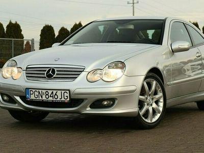 używany Mercedes C180 1.8dm 143KM 2004r. 192 000km