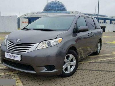 używany Toyota Sienna 3.5dm 266KM 2017r. 139 300km