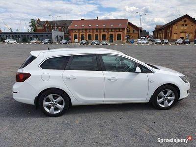 używany Opel Astra IV Sports Tourer Cosmo