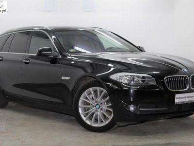 używany BMW 525 2dm3 218KM 2013r. 150 558km Touring 218KM xDrive EDC Akt. tempomat Docągi Panorama HiFi Skóra VAT