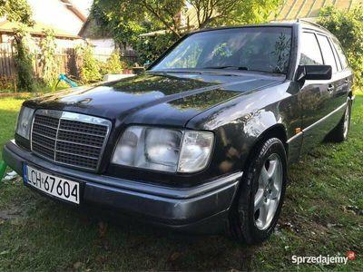 używany Mercedes E250 W1242.5D kombi, klimatyzacja