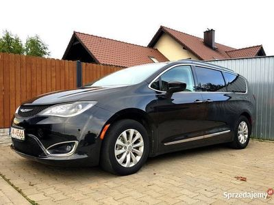 używany Chrysler Pacifica touring L czarny 7 osobowy town country FV